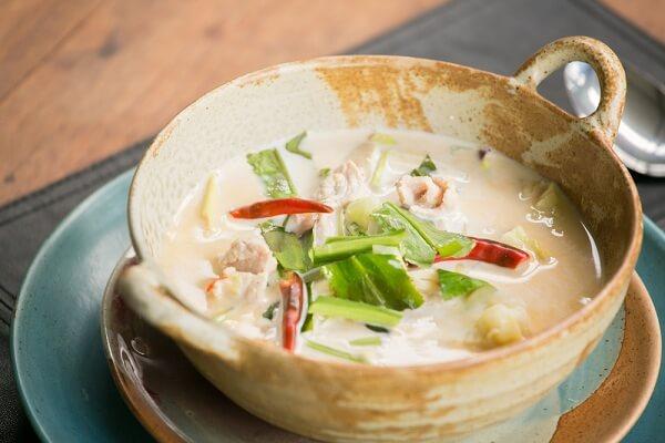 Súp gà nấu dừa (Tom Kha Gai)