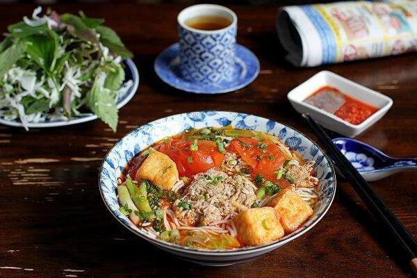 Bún riêu hay bún riêu cua tiếng anh là Crab Paste Vermicelli Soup