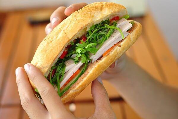 Bánh mì còn được bình chọn một trong những món ăn đường phố hấp dẫn nhất thế giới