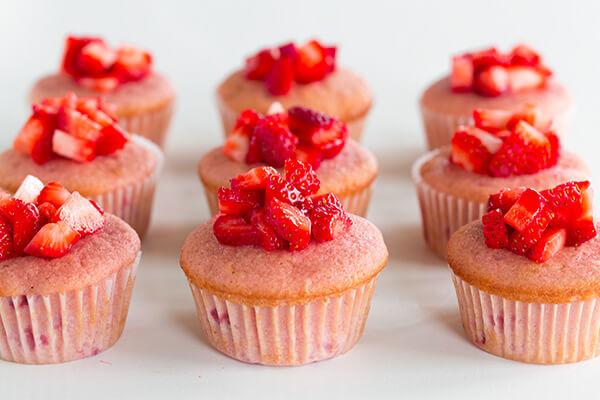 Cách Làm Bánh Cupcake Kiwi Dâu Tây Ngon Đơn Giản Tại Nhà