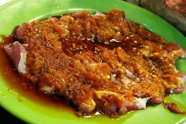 Ướp thịt bò với 2 muỗng canh xốt Baronathịt