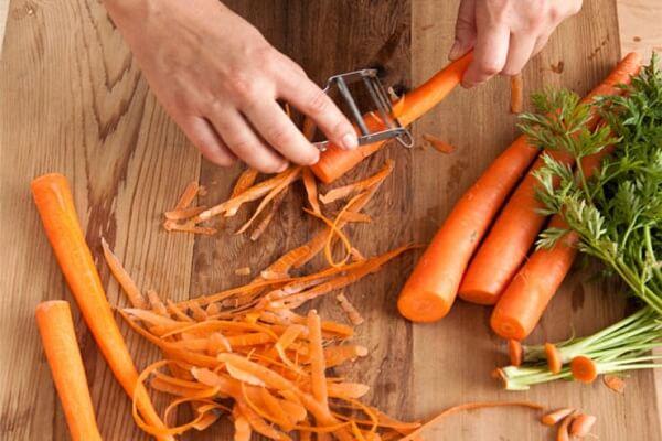 Cà rốt bạn gọt vỏ, rửa sạch