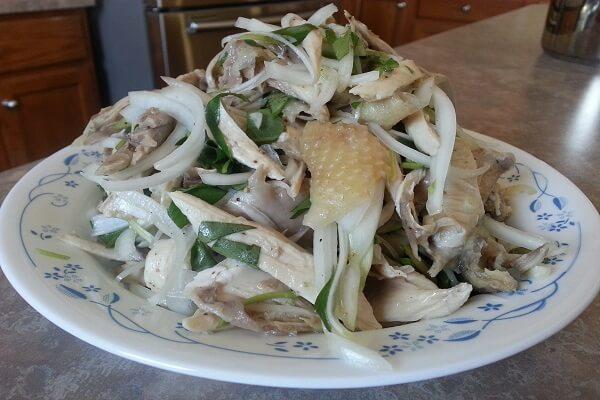 Món gỏi gà xé từ cách làm gà bóp rau răm hấp dẫn