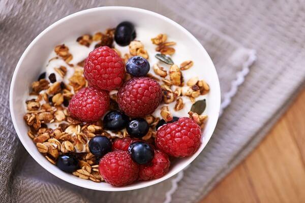 Granola là thực phẩm được chọn lựa mang theo vì sự tiện lợi, gọn gàng.