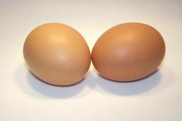 2 quả trứng