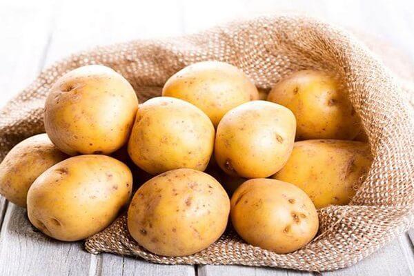 Khoai tây: 500g. Không chọn củ mọc mầm
