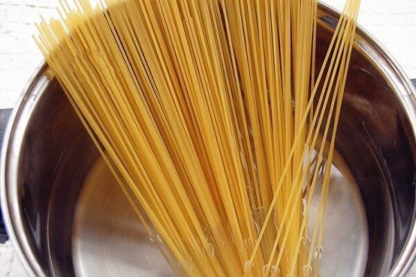 Cách Làm Mì Spagetti Sốt Phô Mai Ngon Đơn Giản