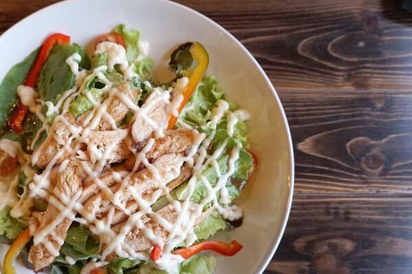 Dáng đẹp eo thon với salad trộn mayonnaise giảm cân
