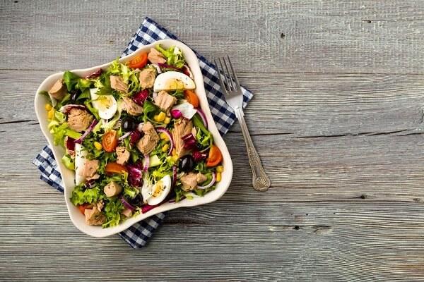 Cách làm salad trộn dầu giấm ăn giảm cân