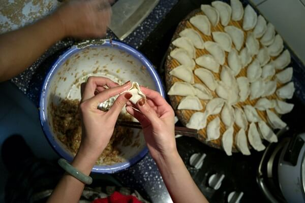 Vỏ bánh để làm sủi cảo nhân cải thịt