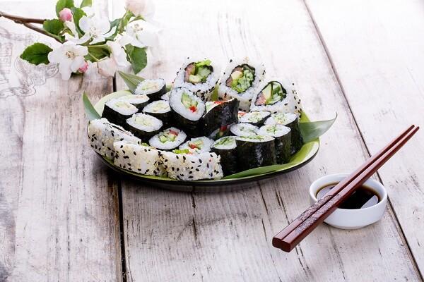 Hướng Dẫn Cách Làm Sushi Cuộn Nhật Bản Cực Đơn Giản Tại Nhà