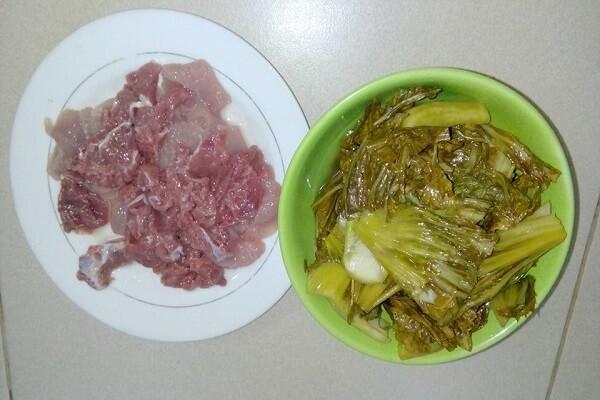 Nguyên liệu cần chuẩn bị để thực hiện ngay cách làm thịt bò xào dưa chua