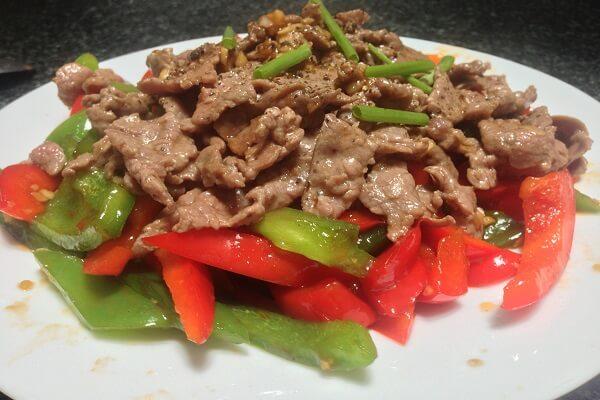 Thịt bò xào với ớt chuông là một trong những món ăn gia đình rất đơn giản