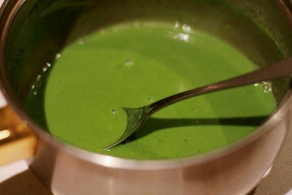 Pha trà thái xanh với 2 lít nước sôi
