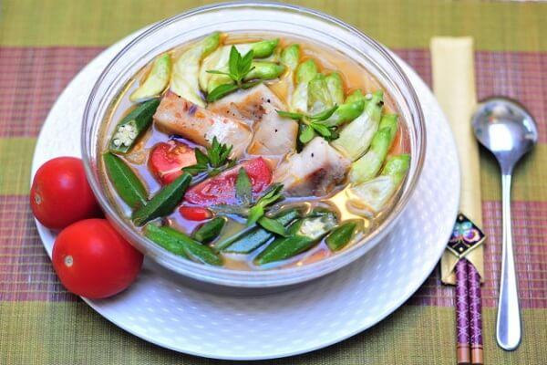 Canh chua đầu cá hồi thơm ngon