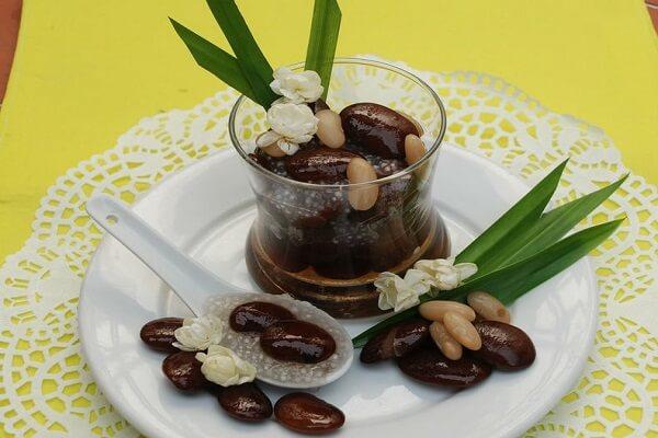 Chè đậu ngự mềm mịn chứa khá nhiều dinh dưỡng bên trong