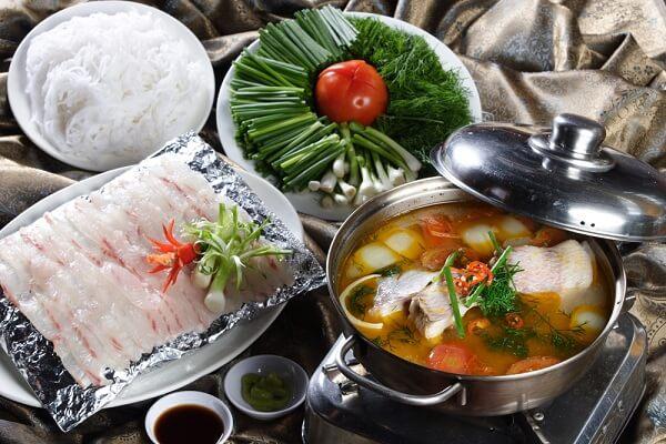 Lẩu cá diêu hồng trong bữa cơm gia đình cuối tuần