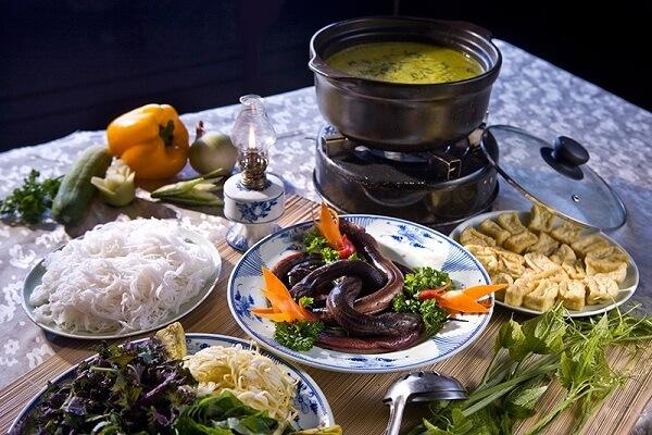 Món lẩu lươn nóng nóng và ngon ngọt đã lấy lòng không biết bao nhiêu người