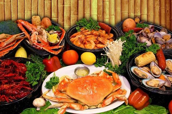 Hải sản nhúng: ngao, mực, tôm
