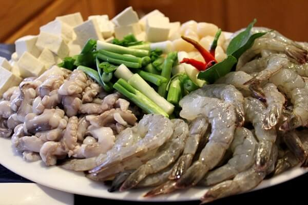 Nguyên liệu đầy đủ cho nồi lẩu Thái thơm ngon