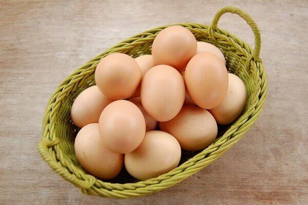 Trứng gà tăng thêm hương vị và màu sắc cho bánh