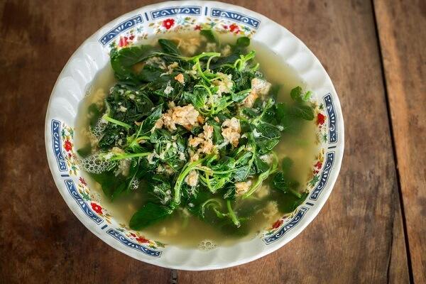 Món ăn gia đình hàng ngày bao gồm các loại canh rau