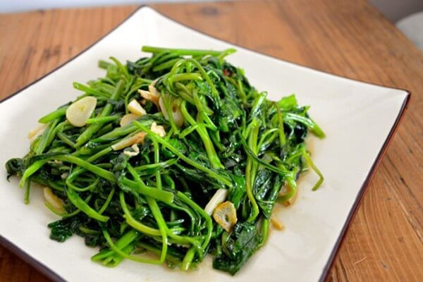 Rau muống xào tỏi: món ăn sinh viên dễ làm đơn giản rẻ tiền
