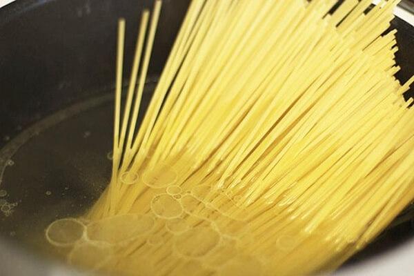 Hướng dẫn làm mỳ Ý sốt bò băm