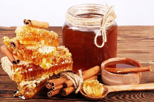 Lựa chọn mật ong dùng để ngâm