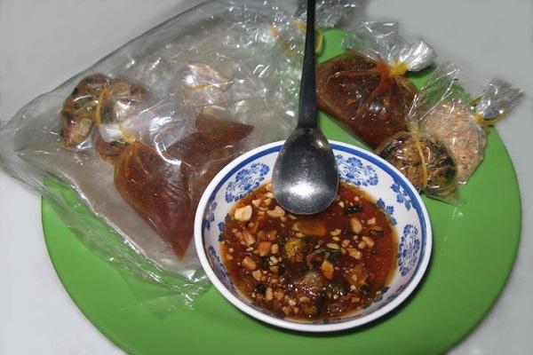 Cách làm nước sốt chấm bánh tráng me Tây Ninh