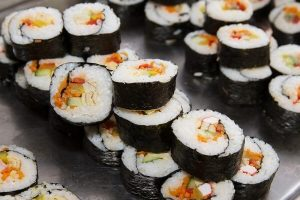 Cách Làm Rong Biển Cuộn Sushi Hàn Quốc Ngon Tại Nhà