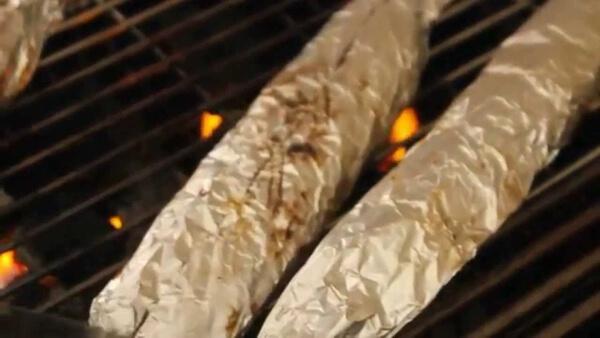 Cho cá vào lò nướng hoặc vĩ nướng trên bếp gas
