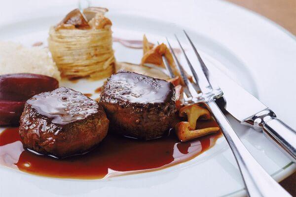 Bò sốt vang là món ăn ngon, quen thuộc của người miền Bắc