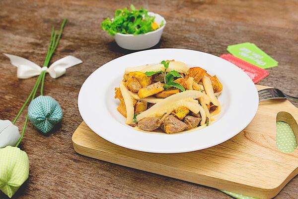 Salad khoai trộn thịt bò là một trong những món ngon dễ làm hàng ngày