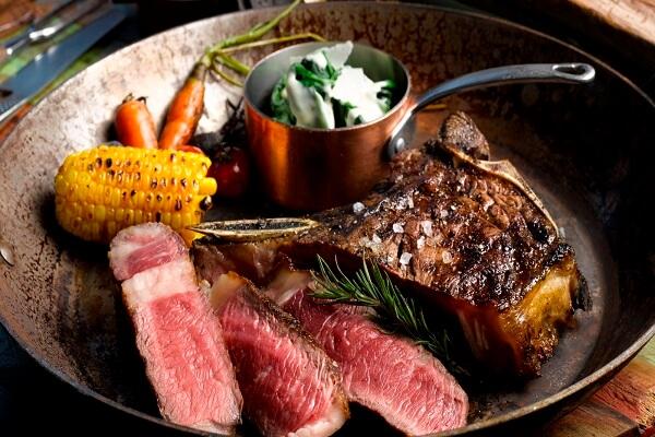 Phong cách châu Âu cùng món thịt bò thăn ướp nước tương