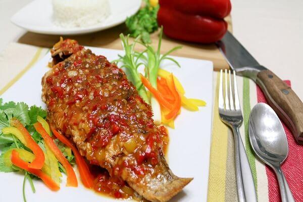 Món cá sốt chua ngọt kiểu này ăn với cơm đậm đà vô cùng