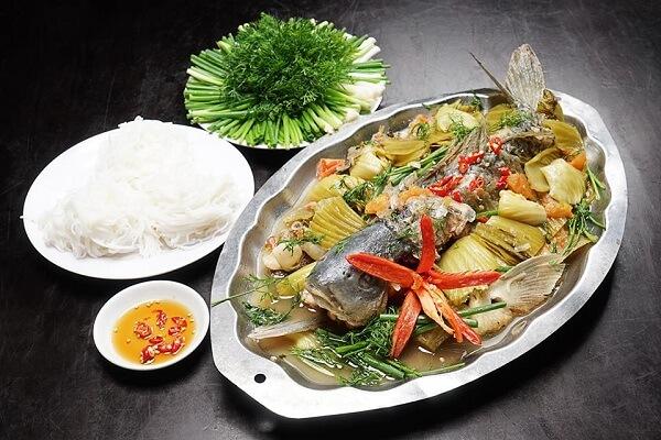 Cá chép om dưa là món ăn rất hợp khi tiết trời se lạnh