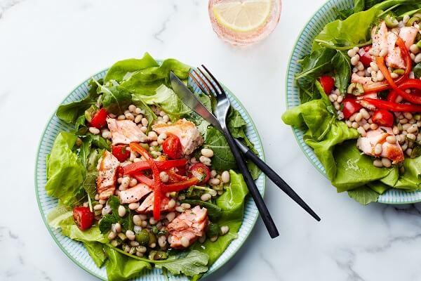 Salad cá hồi thanh mát