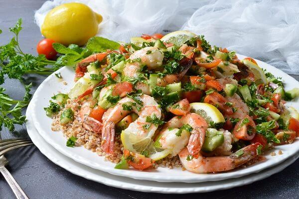 Món Salad tôm đẹp mắt mà ngon miệng