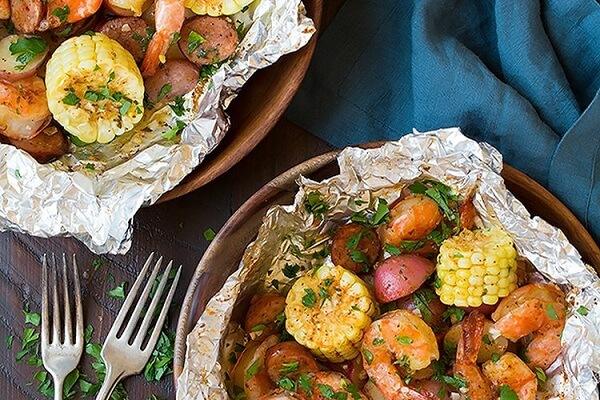 Món tôm nướng giấy bạc thêm hấp dẫn từ màu sắc đến hương vị