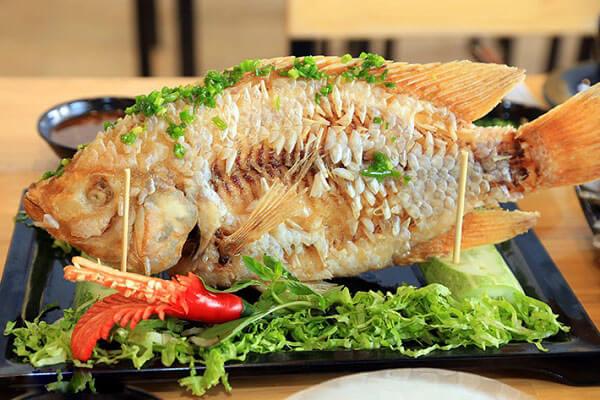 Giòn rụm vàng thơm với món cá diêu hồng chiên xù