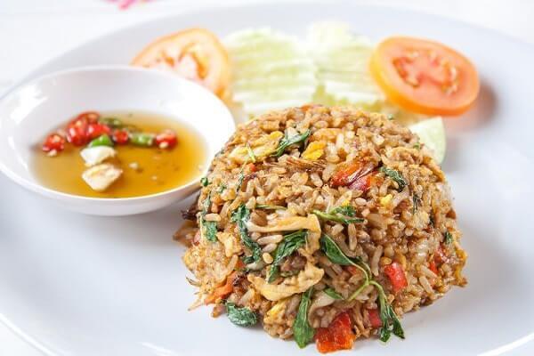 Giòn ngon cay nồng với món cơm chiên hải sản Thái Lan