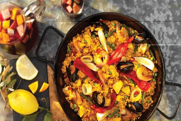 Đặc sắc với cơm chiên thập cẩm Pealla Tây Ban Nha
