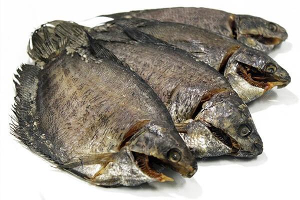 4 con cá sặc khô