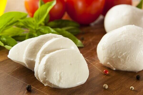 200 gr pho mát Mozzarella (cheese).