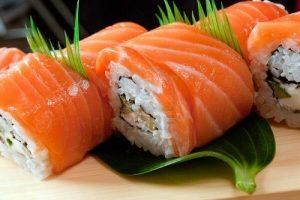 Cách Làm Sushi Cá Hồi Sống Nhật Bản Cực Đơn Giản Tại Nhà