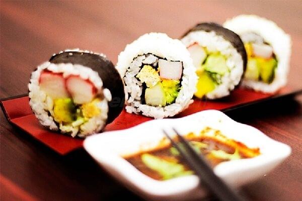 Cách làm Sushi cơm cuộn kiểu Hàn Quốc ngon đơn giản