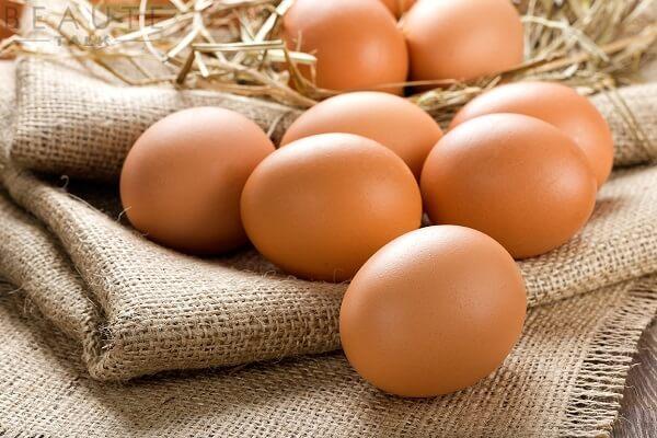 4 quả trứng gà
