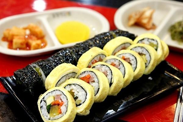 Cách Làm Sushi Trứng Cuộn Nhật Bản - Ẩm Thực Nhật Bản