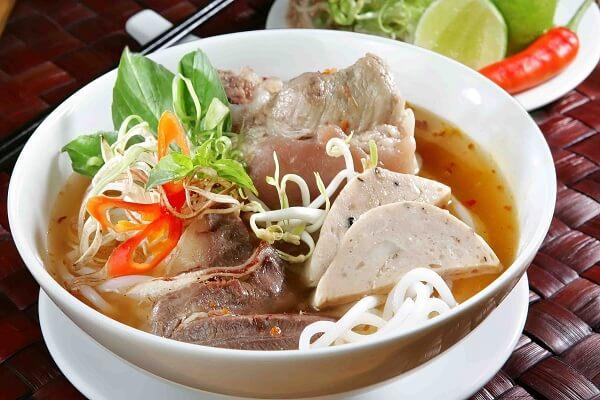 Bún bò Huế giò heo - Món ngon đơn giản đậm chất miền Trung